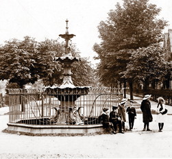 The fountain in Victoria Avenue, as seen in 1904.